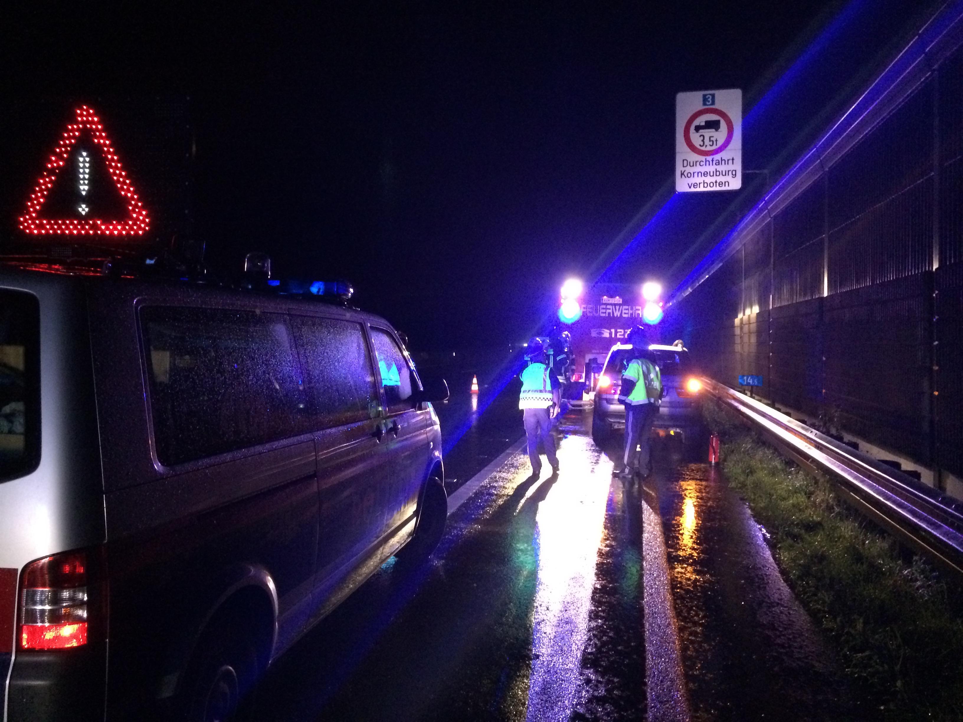 Einsatzfoto Verkehrsunfall bei Starkregen auf der A22