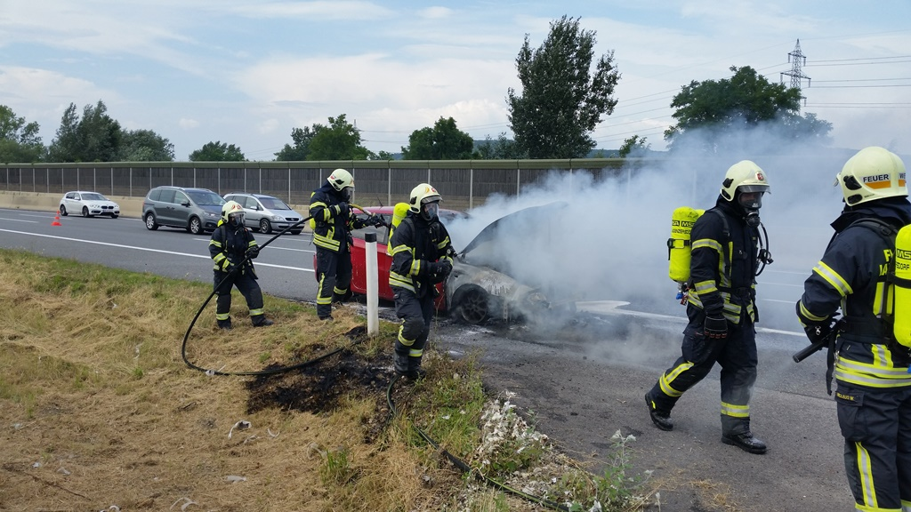 Einsatzfoto Fahrzeugbrand A22