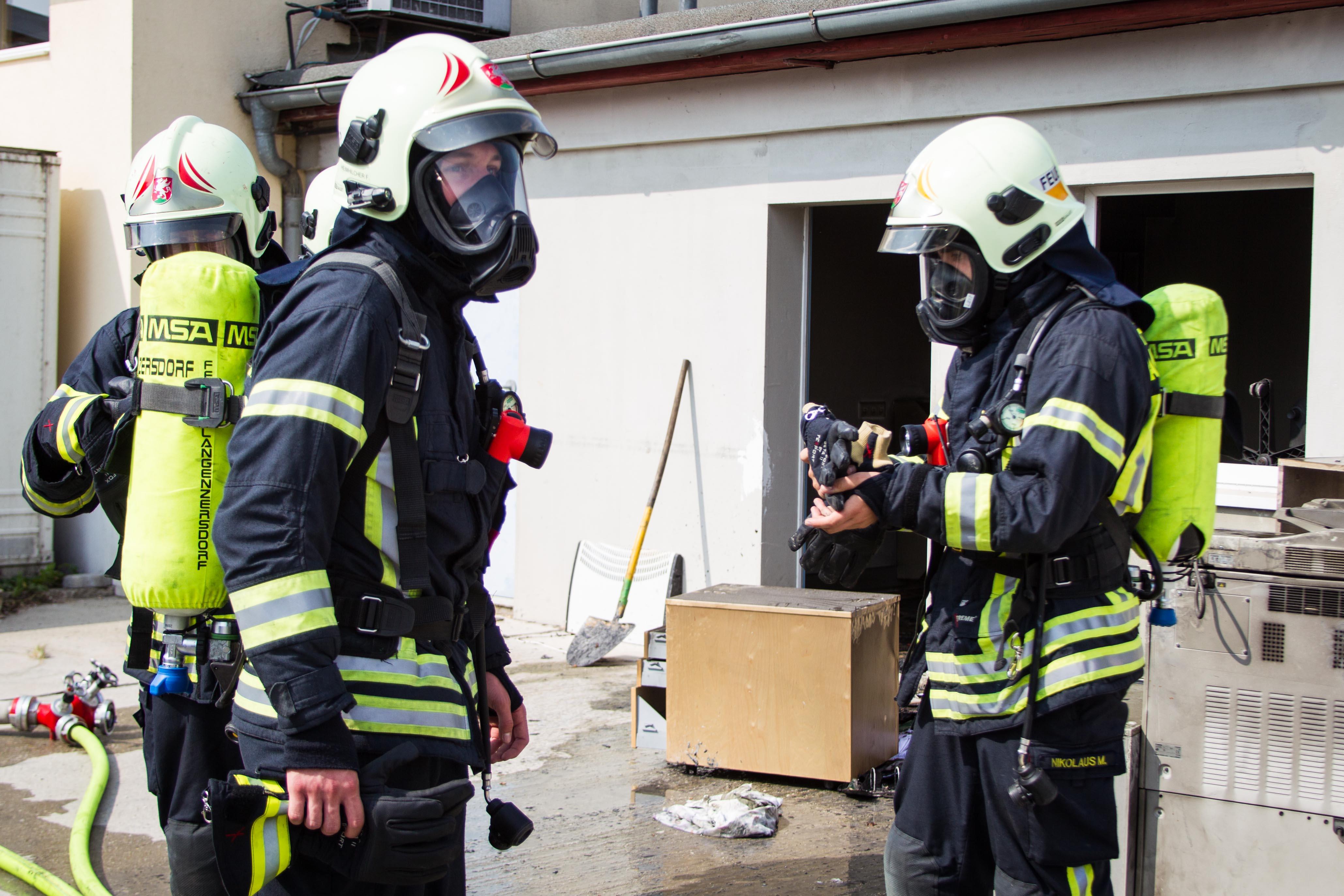 Einsatzfoto Zimmerbrand in Gewerbebetrieb
