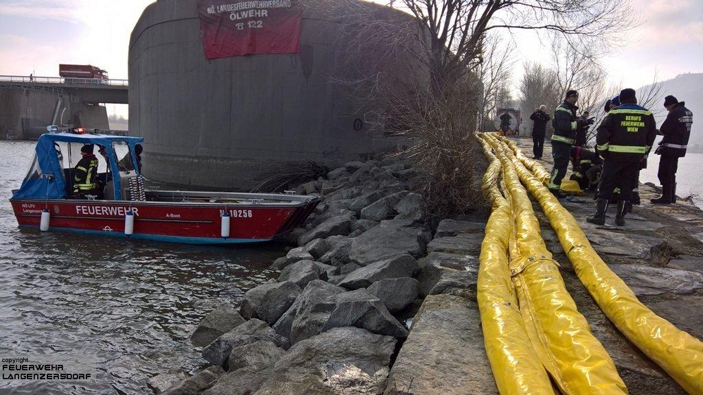 Einsatzfoto Bergung eines Tankschiffes
