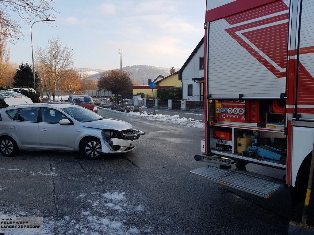 Einsatzfoto Fahrzeugbergung im Siedlungsgebiet