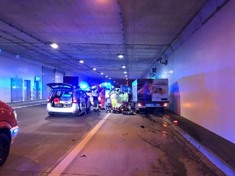 Einsatzfoto Verkehrsunfall S1 Tunnel Stetten